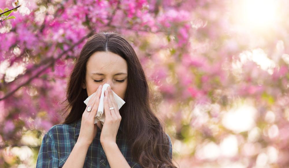 Czy farmaceuci znają wszystkie fakty i mity na temat alergicznego nieżytu nosa? (fot. Shutterstock)