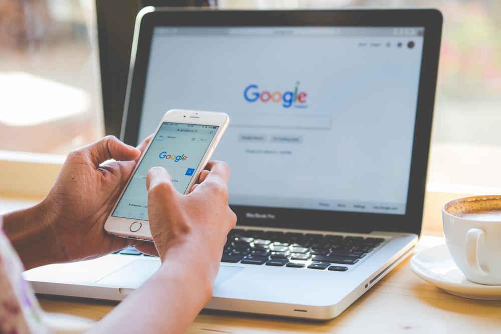 Google pilnuje przestrzegania przepisów reklamowych dotyczących opieki zdrowotnej i leków (fot. Shutterstock)