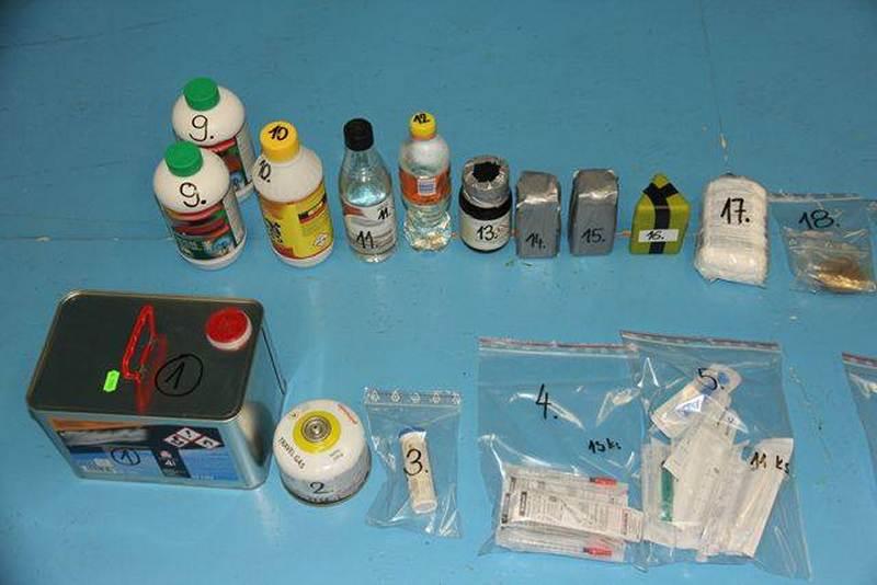 W lutym w Jeseniku wpadła osoba, w której aucie było 1700 tabletek (fot. Policje Jesenik)