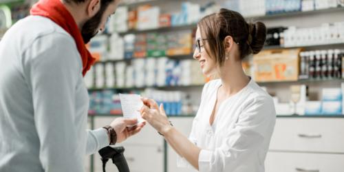 Kolejni posłowie wstawiają się za technikami farmaceutycznymi