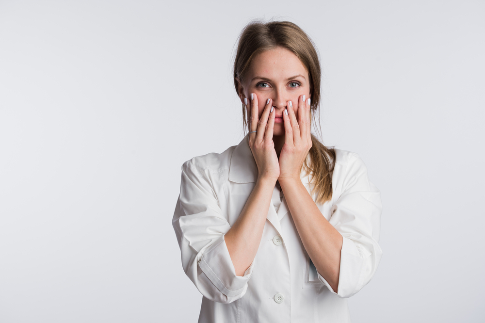 Od momentu pojawienia się pierwszego przypadku zakażenia koronawirusem w Polsce na bieżąco piszemy także o tym, jak obecnie wygląda praca farmaceutów (fot. Shutterstock).