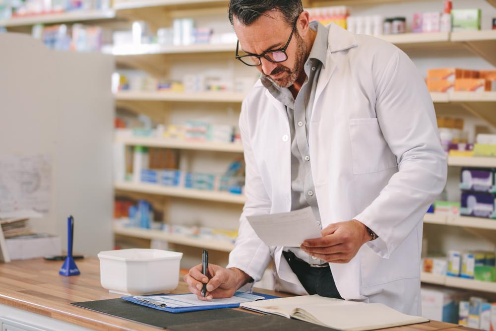 W ostatnich dniach farmaceuci coraz częściej wystawiają recepty farmaceutyczne (fot. Shutterstock)
