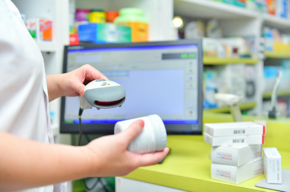 Hurtownia farmaceutyczna będzie dodatkowo sprawdzać zabezpieczenia na opakowaniach leków przed ich sprzedażą mniejszym podmiotom (fot. Shutterstock)