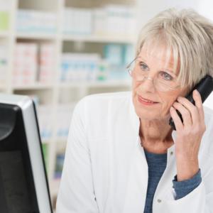 Pacjent dzwoni w sprawie recepty – jakich informacji farmaceuci mogą udzielić?