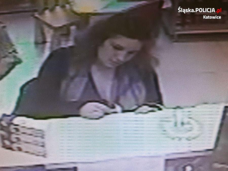 Katowicka policja szuka kobiety ze zdjęcia, która wykorzystała podrobioną przez siebie receptę (fot. Komenda Miejska Policji w Katowicach)
