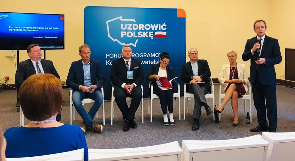 Podczas Forum Programowego Koalicji Obywatelskiej, senator wskazywał, na rolę jaką farmaceuci mogą odegrać w ochronie zdrowia (fot. Facebook/Tomasz Grodzki - Senator RP)