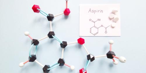Plastik z aspiryny? Japoński pomysł na recykling