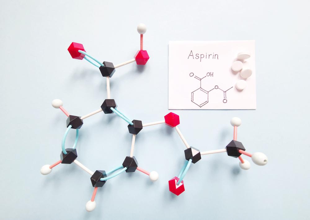 Naukowcy z Shinshu University wpadli na pomysł przetwarzania starego plastiku na składniki aspiryny (fot. Shutterstock)