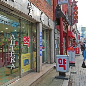 Dlaczego koreańscy aptekarze bojkotują leki z Japonii?