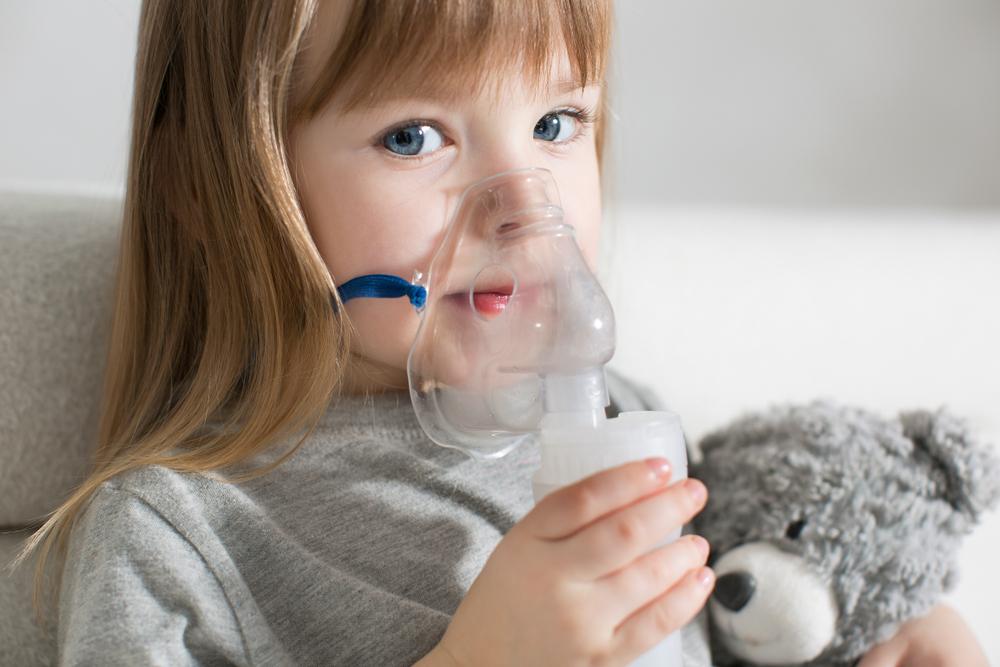W przypadku stosowania maseczki narażamy się na ogromne straty leku, mogące w ekstremalnych sytuacjach nawet pochłaniać 70% preparatu (Fot. Shutterstock)