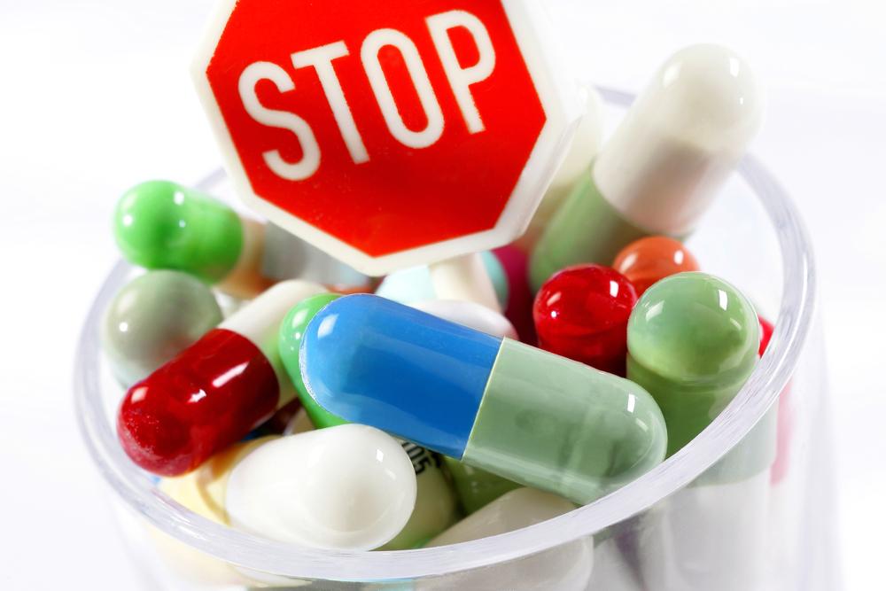 Rekomendacja dotycząca wstrzymania wynika z pojawienia się nowego przypadku ciężkiego uszkodzenia wątroby, w wyniku którego konieczny był przeszczep (fot. Shutterstock)