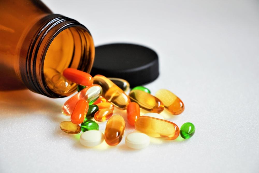 Główny Inspektorat Sanitarny określił maksymalne dzienne poziomy spożycia witaminy B6, żelaza, magnezu i miedzi w suplementach diety (fot. Shutterstock).