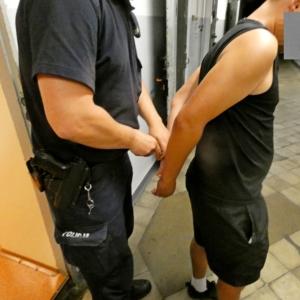 Groził nożem pracownikom apteki. Teraz jemu grozi… 12 lat więzienia…