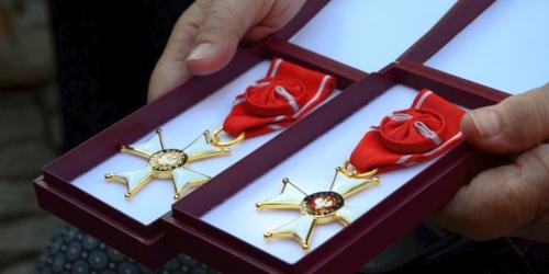 Właściciele apteki z Krzyżami Oficerskimi Orderu Odrodzenia Polski