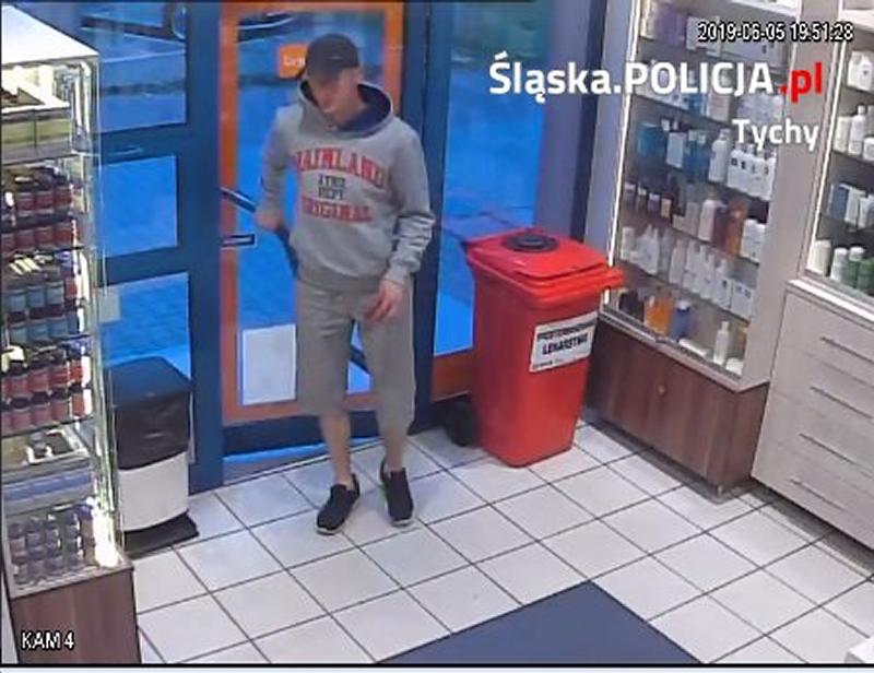 Podejrzany mężczyzna posłużył się podrobioną receptą w Tychach wystawioną na lek dla fikcyjnego pacjenta (fot. tychy.slaska.policja.gov.pl).