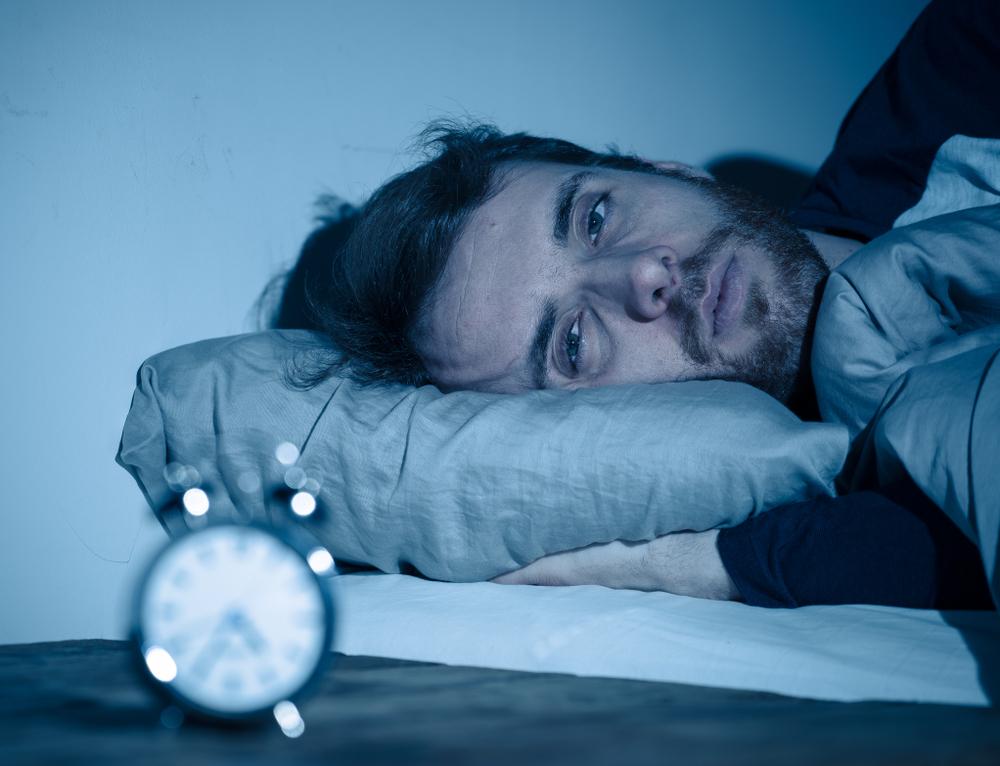 Nowe badania wskazują na korzyści wynikające ze stosowania melatoniny u chorych na COVID-19 (fot. Shutterstock)