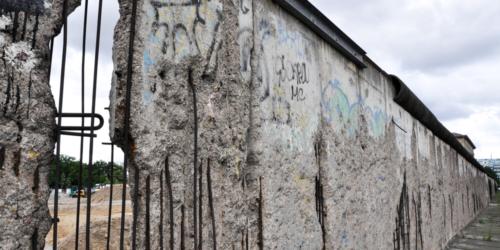Lek homeopatyczny z… Muru Berlińskiego? Ma leczyć astmę i depresję…