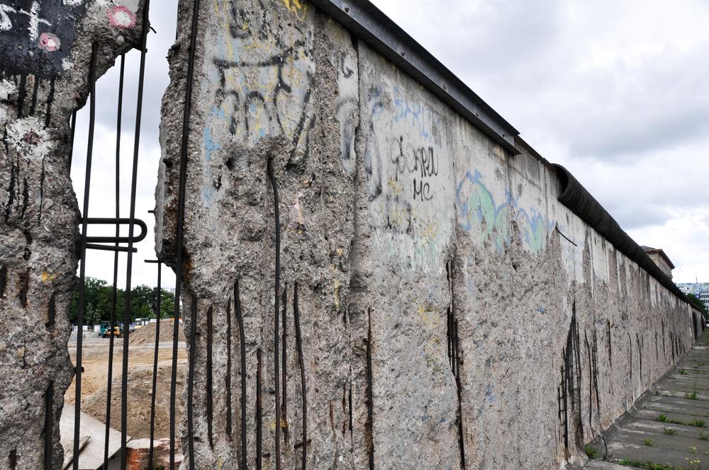 Ainsworths sprzedaje preparat homeopatyczny z Muru Berlińskiego w cenie 4,20 funta za 1 g cukrowych granulek (fot. Shutterstock)