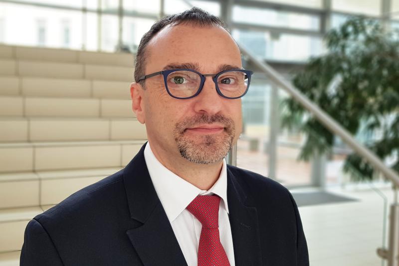 Marcin Czech podkreślił olbrzymią rolę, jaką w przygotowaniu projektu ustawy o zawodzie farmaceuty odegrało całe środowisko (fot. MGR.FARM).
