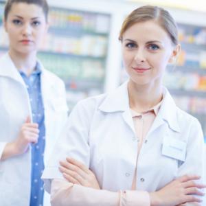 Technik farmaceutyczny i farmaceuta w innych kolorach fartucha?