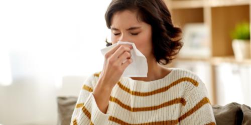 Dlaczego dodatek dekspantenolu skraca czas objawowego leczenia nieżytu nosa?