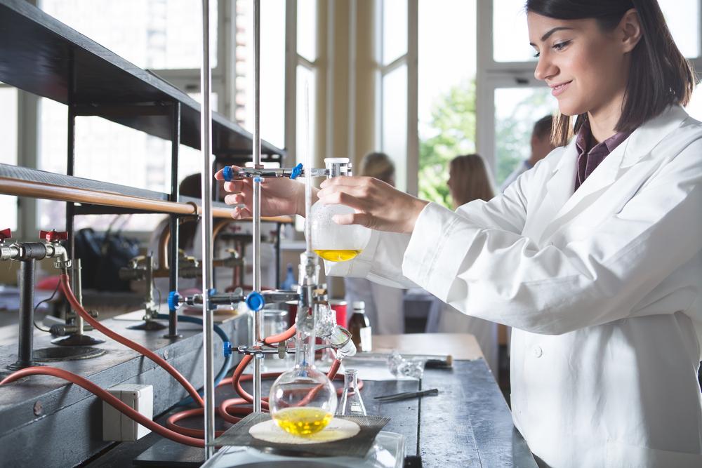 Władze uczelni przekonują, że farmacja w Opolu lekiem na braki kadrowe aptek w tym regionie (fot. Shutterstock)