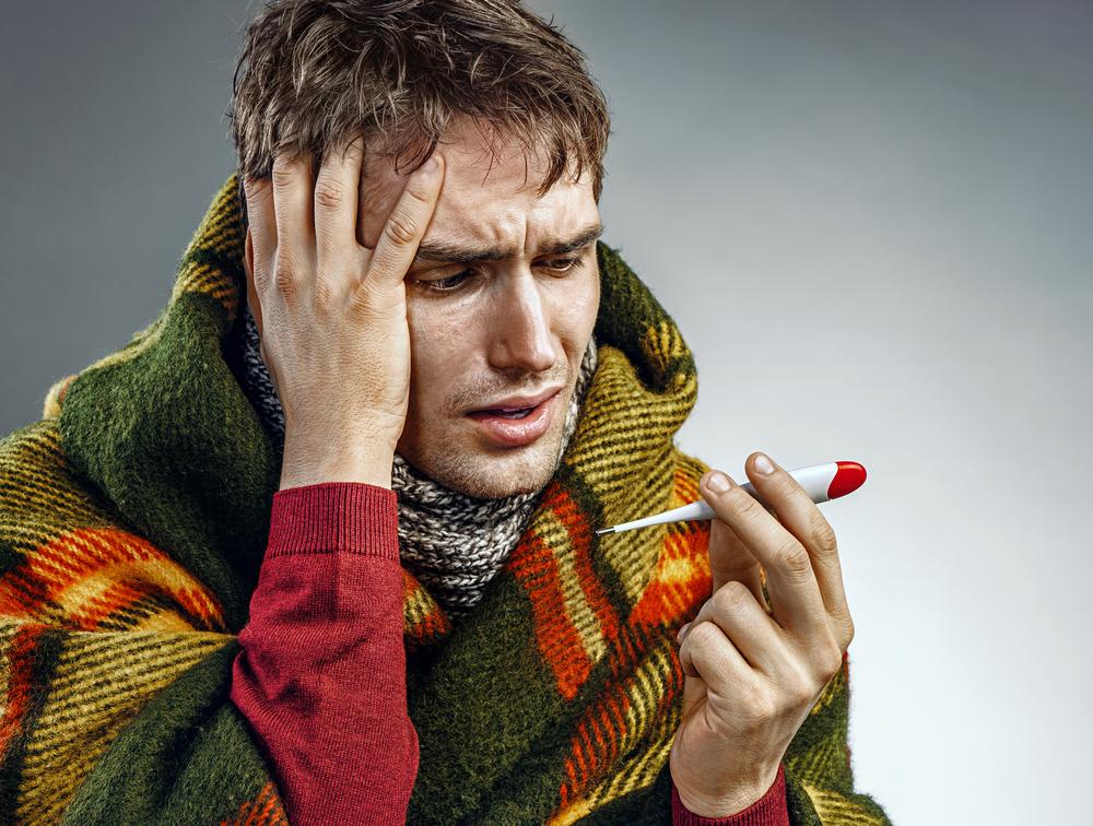 Ostra infekcja wirusowa górnych dróg oddechowych to jedna z najczęstszych chorób sezonowych (fot. Shutterstock).