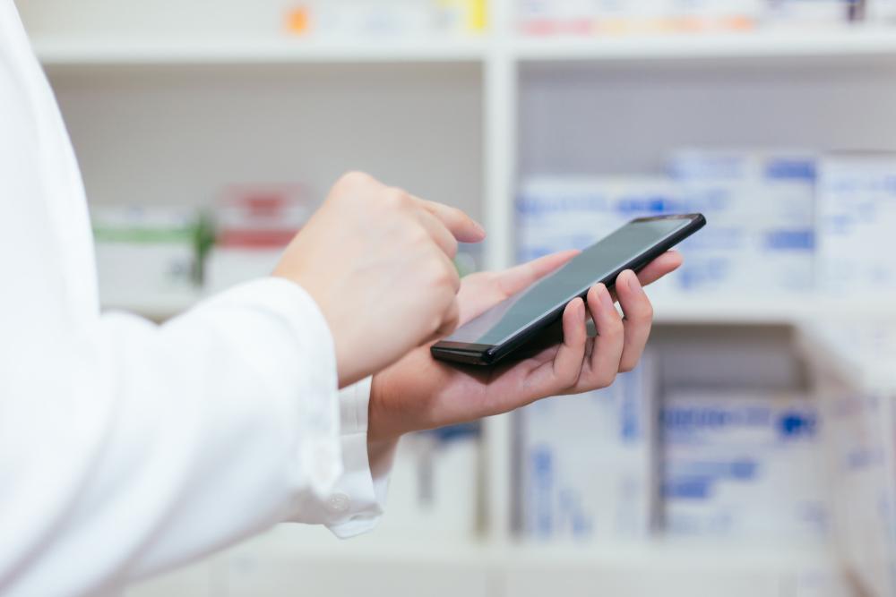 Jako jedną z zalet e-recepty wymienia się brak konieczności realizowania wszystkich leków w jednej aptece (fot. Shutterstock)