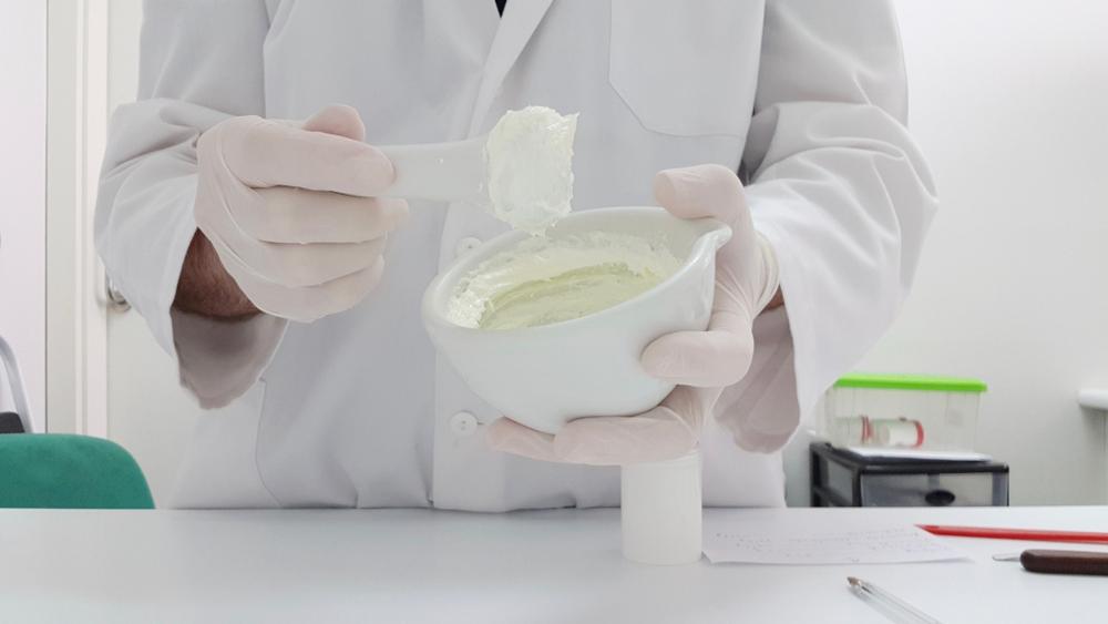 Tylko w styczniu i lutym 2020 r. NFZ wydał ponad 100 mln zł na refundację leków recepturowych (Fot. Shutterstock)