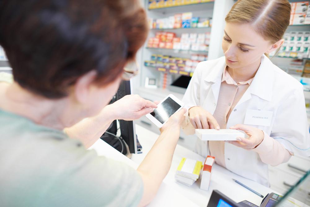 Problemy z e-receptami mają starsi pacjenci. To oni mają na receptach najwięcej leków (fot. Shutterstock)