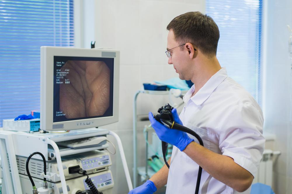 Przygotowanie do kolonoskopii powinno być zawsze rozłożone na 2 dni (fot. Shutterstock)