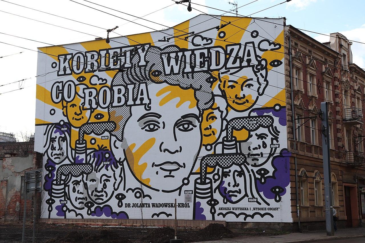 """Dr Jolanta Wadowska-Król jest bokaterką muralu w Katowicach pt. """"Kobiety wiedzą, co robią"""" (fot. Wikimedia Commons)"""