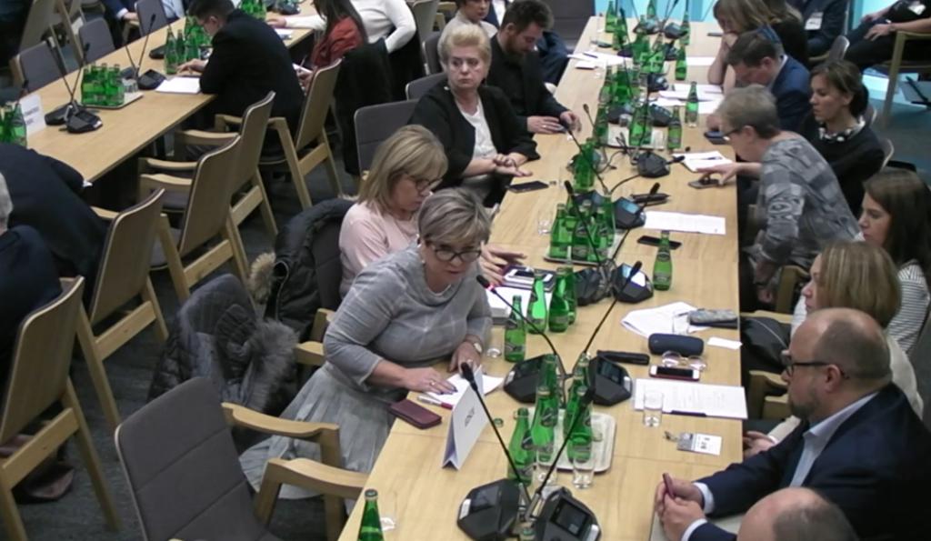Małgorzata Pietrzak - wiceprezes NRA - zadaje pytania Łukaszowi Szumowskiemu