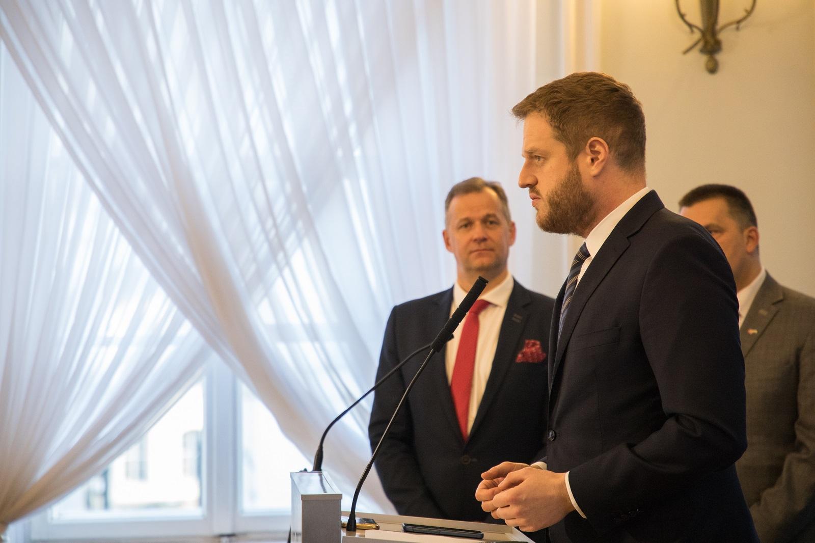 Wiceminister Janusz Cieszyński opowiadał zgromadzonym o sukcesie e-recepty (fot. MZ).