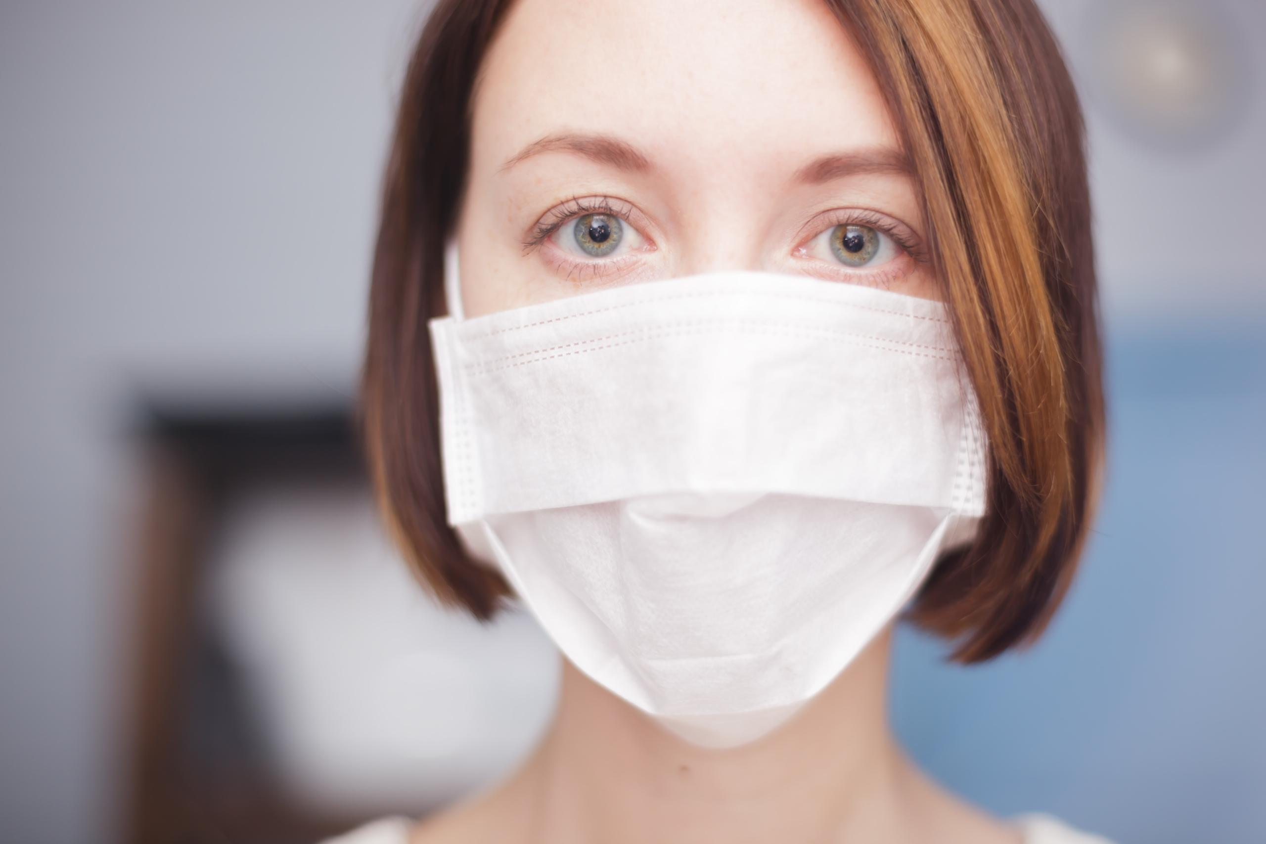 Nadzwyczajny Komisarz ds. Zarządzania Kryzysowego, Doktor Domenico Arcuri, ogłosił, że także farmaceutom przyznane zostaną maseczki ochronne(fot. Shutterstock).