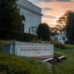 USA: farmaceuci zwolnieni z podatku dochodowego na 4 miesiące