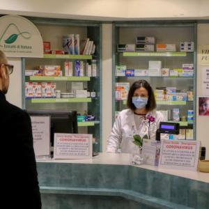 Niemcy: czy apteki mogą sprzedawać samodzielnie wykonane maski?