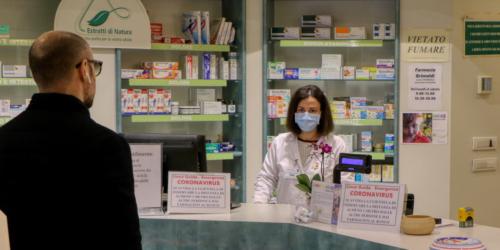 Włoscy farmaceuci zaprzeczają, by byli odpowiedzialni za chaos z dostawą maseczek