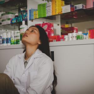 Sieci kontra apteki indywidualne – konflikt, na którym traci farmaceuta cz.1