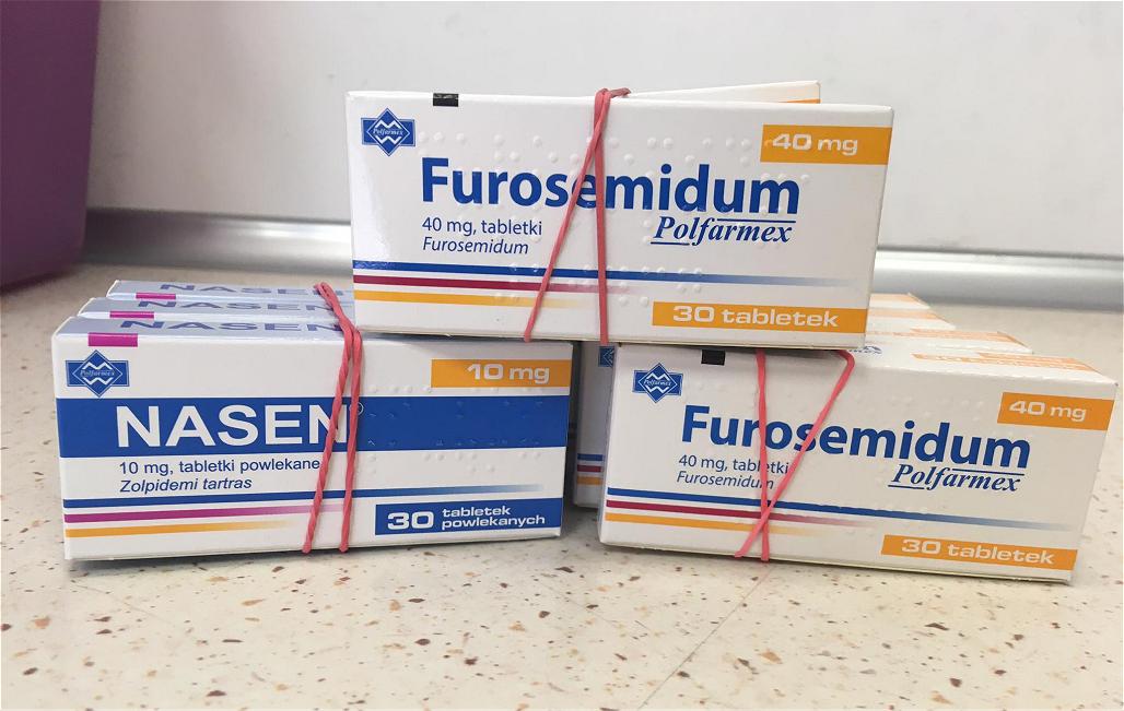 Pacjenci zażywający któryś z wycofanych leków powinni w pierwszej kolejności sprawdzić, czy posiadają opakowania z wycofanych serii (fot. MGR.FARM)