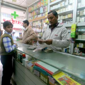 "Indie jako ""apteka świata"" podczas epidemii COVID-19"