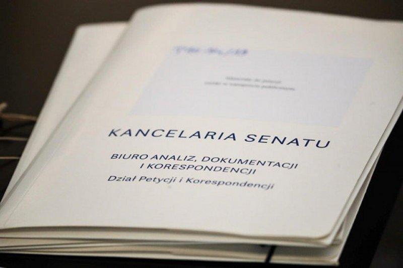 Komisja opowiedziała się za zawieszeniem na trzy miesiące prac nad petycją (fot. Michał Józefaciuk - Kancelaria Senatu)