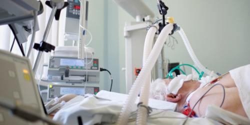 Deksametazon zmniejszył śmiertelność pacjentów z ciężkimi powikłaniami oddechowymi COVID-19
