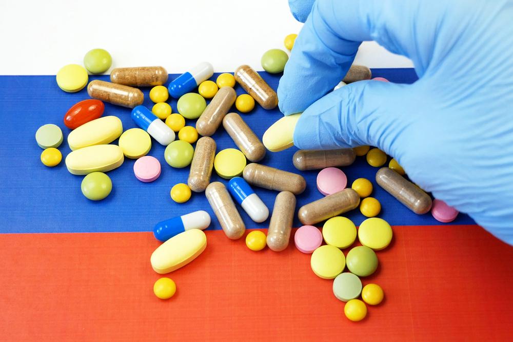 Ministerstwo Zdrowia Federacji Rosyjskiej wydało tymczasową decyzję o dopuszczeniu do użycia w zakażaniu wywołanym SARS-CoV-2 avifaviru (fot. Shutterstock)