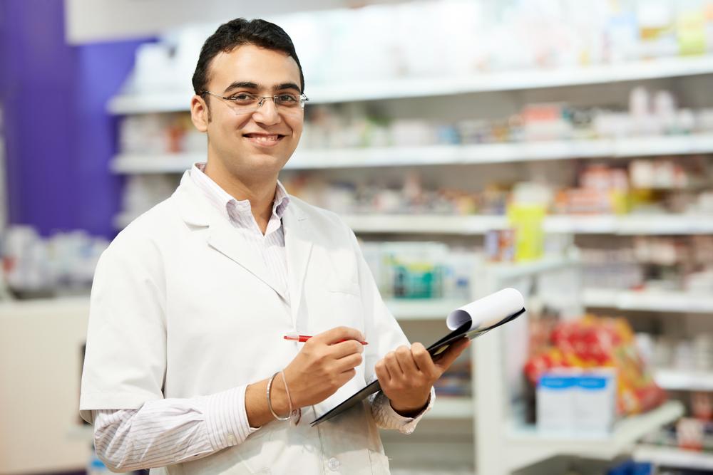 """Turner miał więc ostrzegać, że """"jest ważniejsze niż kiedykolwiek, by farmaceuci i ich zespoły były odpowiednio chronione wobec rosnącej tendencji zachorowań""""(fot. Shutterstock)."""