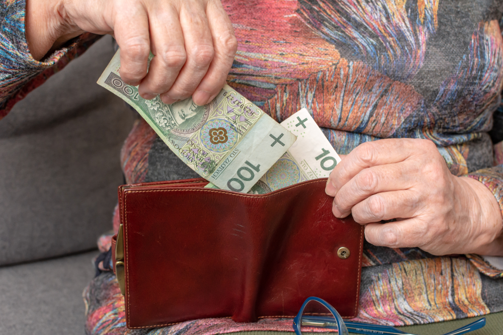Od 1 stycznia wzrośnie nie tylko kwota ryczałtu za lek recepturowy, ale też opłaty związane z zezwoleniami na prowadzenie aptek (fot. Shutterstock)