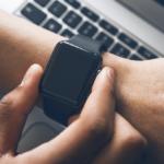 Smartwatch zmierzy poziom leku w pocie, umożliwiając personalizację terapii