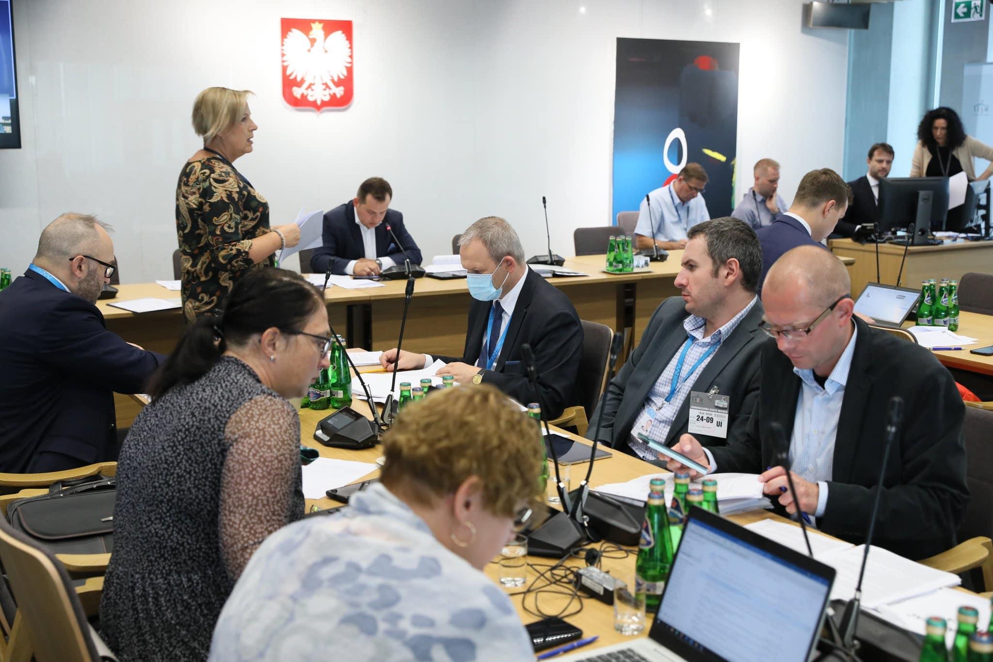W trakcie posiedzenia odrzucono szereg poprawek, które mogły utrudnić walkę z patologiami na rynku aptecznym (fot. FB - Paweł Rychlik)