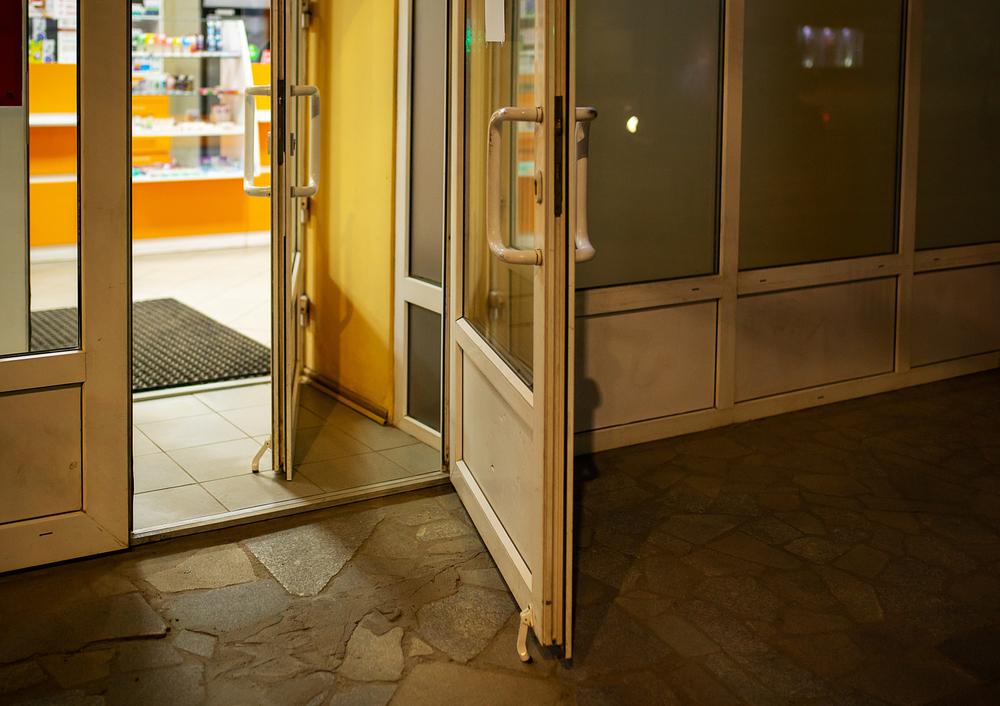 Informacja o lokalizacji i godzinach otwarcia apteki może stanowić jej reklamę, ale mimo to jest wyłączona z ustawowego zakazu (fot. Shutterstock)