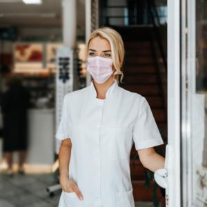 Efekt popandemiczny, czyli co ma wspólnego pandemia z ustawą o zawodzie farmaceuty?